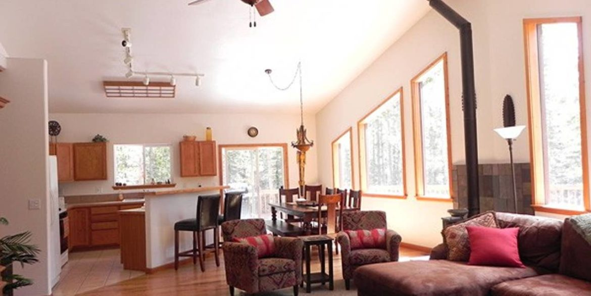 Nederland Trailside AirBnB 1 - Open Floor Plan