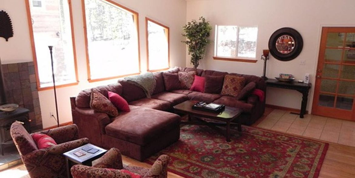 Nederland Trailside AirBnB 6 - Large Sofa